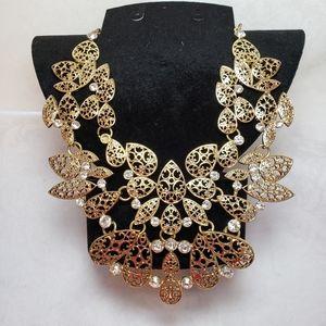 😍Ventage Glod Necklace With Rinestones 😍